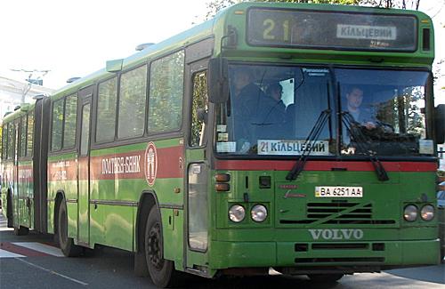 Пока ГАИ наводит порядок в автобусах, люди не успевают на работу