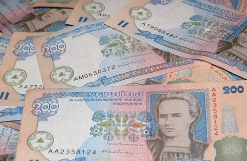 Янукович распорядился выдавать зарплаты не реже двух раз в месяц