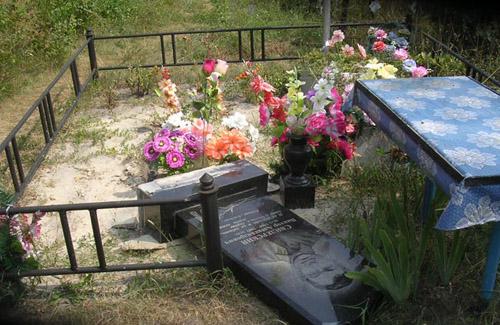 Как школьники Полтавщины «развлеклись» на кладбище