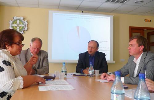 Приватні підприємці, журналісти й представники Пенсійного фонду на засіданні Полтавського прес-клубу