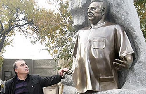 Янукович дал 100 тысяч гривен на памятник Касьяну