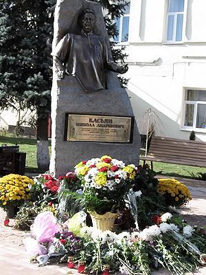 В Кобеляках открыли памятник Николаю Касьяну