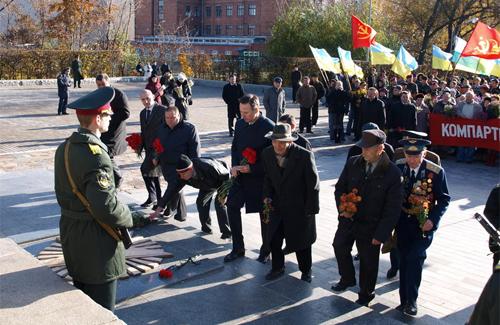 Покладання квітів до Меморіалу Солдатської Слави у Полтаві