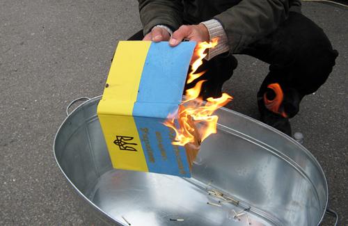 Сьогодні у Полтаві спалили Податковий кодекс
