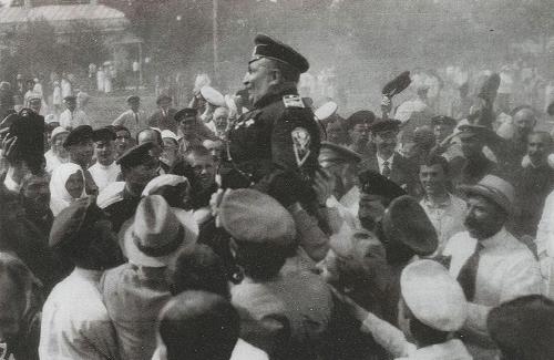 Чествование генерала Май-Маевского жителями освобожденной Полтавы. Июль 1919 г.