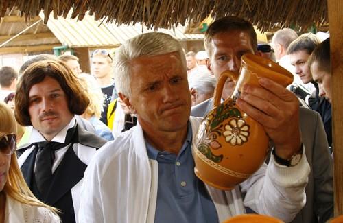 Володимир Литвин на Сорочинському ярмарку, серпень 2009