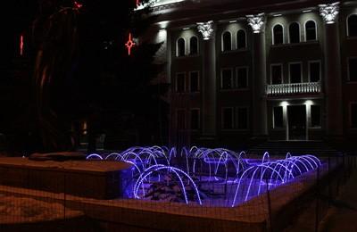 Зимний фонтан возле театра им. Н.В. Гоголя
