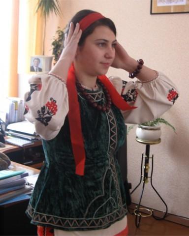 Победительница  школьного конкурса красоты Юлия Могилевская