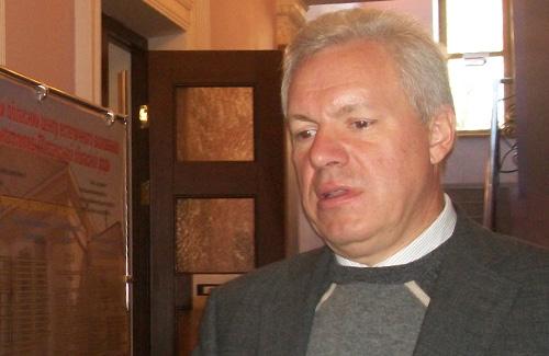 Валерий Асадчев на своем избирательном участке