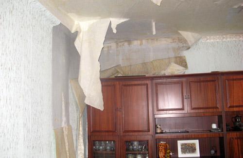 Горячая вода затопила подъезд полтавского дома