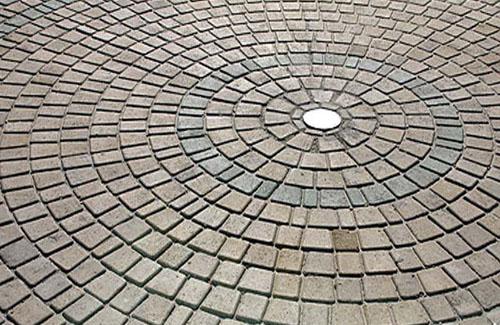 В Полтаві підпільно виробляли тротуарну плитку