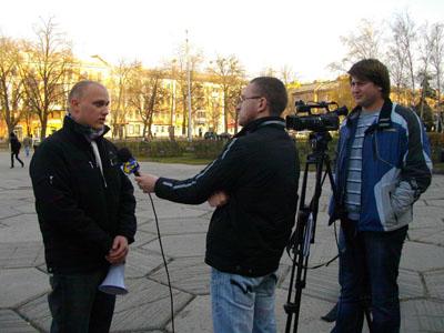 Організатор акції Васильченко Ігор дає інтерв'ю кореспондентам телеканалу «Лтава»