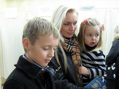 Сын Сергей, дочь Наташа и внучка София
