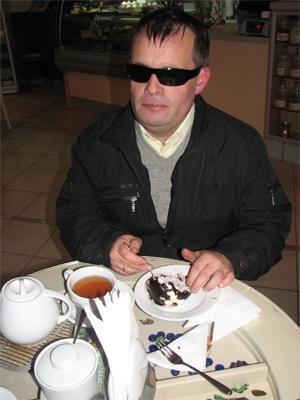Незрячий відвідувач кафе