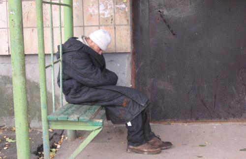 Выброшенного на улицу полтавского пенсионера определят в дом престарелых