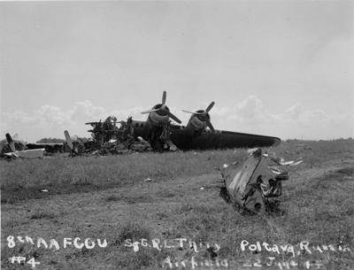 Обломки американского бомбардировщика B-17 на аэродроме под Полтавой