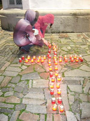 Сегодня около 500 жителей Полтавы и духовенство УПЦ КП траурным маршем