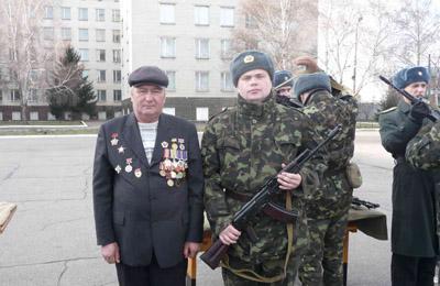 батько і син Сагури. Солдати двох поколінь.