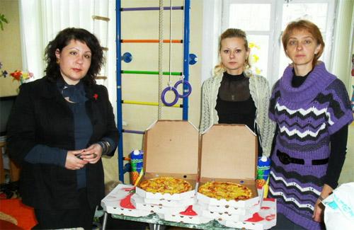 Подарки ВИЛ-позитивным детям: пицца и разное
