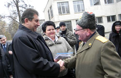 Олександр Удовіченко вітає Олексія Левченка