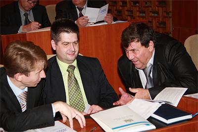 Игорю Проценко (по центру) помогут коллеги