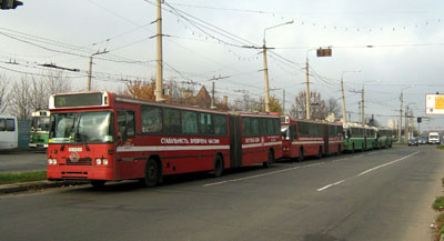 Автобусы СП «УМАК» на конечной «Героев Сталинграда»