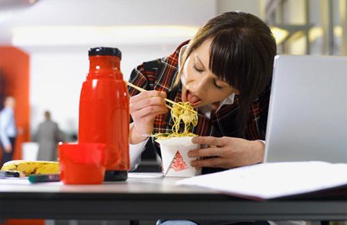 Перекусы на работе: вредно или полезно