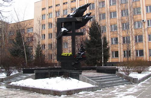 Памятник жертвам аварии на Чернобыльской АЭС в Полтаве
