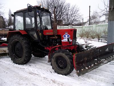 5 тракторів, що будуть прибирати сніг