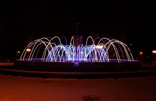 Так прикрашали фонтан у Сонячному парку минулого року