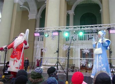Головні герої свята Дід Мороз та Снігуронька