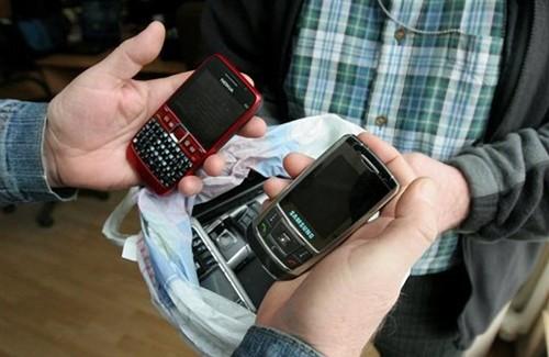 Вкрадені мобільні телефони можуть повернутися до своїх власників