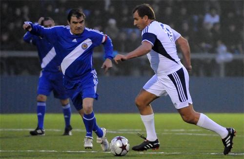 Атакует Олег Бабаев
