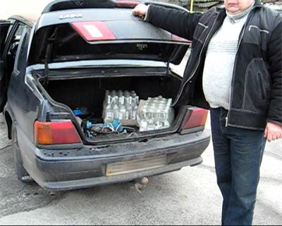 ГАИ изъяла 2 ящика и 4 канистры с водкой