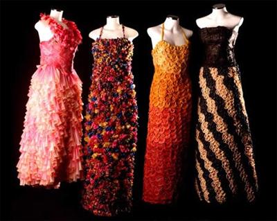 Весільні сукні із презервативів