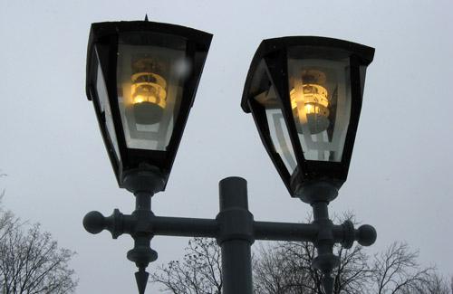 Почему в Полтаве днем горят фонари