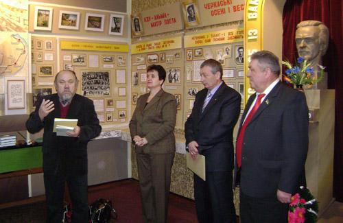 Премію ім. В. Симоненка отримав Олексій Неживий. Заступник голови районної ради Євгенією Яковченко