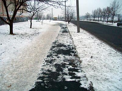 На Огнивке впервые за два зимы расчистили пешеходные дорожки