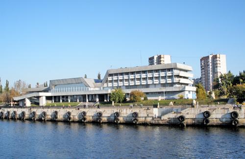Річковий вокзал в Кременчуці