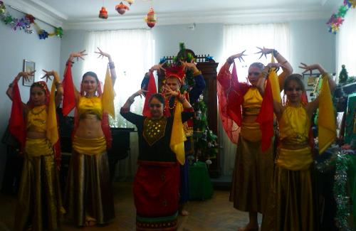 Виступає танцювальний колектив «Шанті»