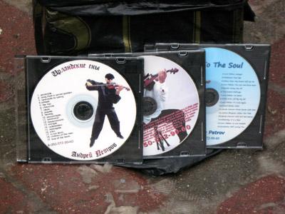 Андрій Петров також продає диски із музикою