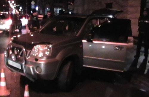 Полтавчанин угнал автомобиль с помощью ножа