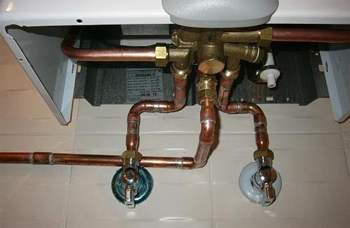 Семья отравилась угарным газом в результате неисправности газовой колонки