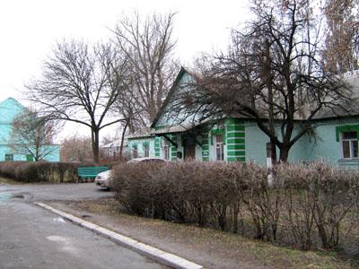Одноповерхова споруда Кременчуцького онкологічного диспансеру