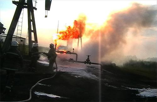 В результате взрыва на буровой пострадали рабочие