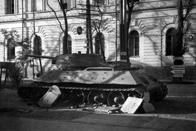 Т-34 біля Кадетського корпусу