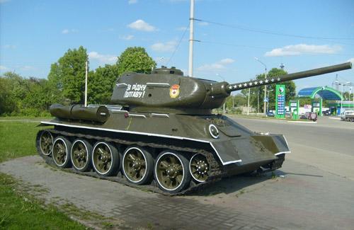Т-34-85 — не єдиний захисник нашого міста