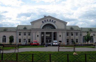 Звідси відправляються на Київ та Харків перевізники від «Зелёного слона» і «Владислава»