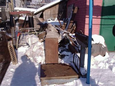 У Нових Санжарах дідусь організував пункт прийому металобрухту у себе на подвір'ї
