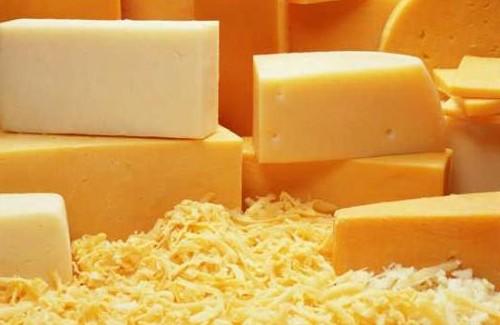 Заводам на Полтавщині заборонили продавати сир